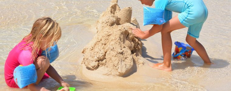 Children building Sand Castle - Image by Ben Kerckx from Pixabay; Example of spending time outside classroom for success in science